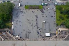 Μακριά σειρά αναμονής στον πύργο του Άιφελ Στοκ Εικόνες