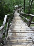 Μακριά σκαλοπάτια με πολλά βήματα στη Σουηδία στοκ φωτογραφίες