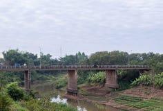 Μακριά συγκεκριμένη γέφυρα στοκ φωτογραφίες με δικαίωμα ελεύθερης χρήσης
