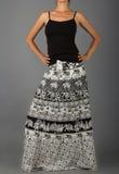 Μακριά φούστα με την ασιατική διακόσμηση Στοκ Εικόνα