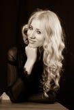 μακριά όμορφη γυναίκα τριχώματος Στοκ φωτογραφία με δικαίωμα ελεύθερης χρήσης