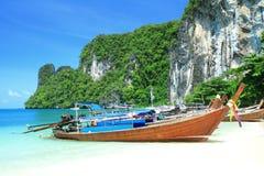 Μακριές βάρκες ουρών koh στο νησί της Hong, θάλασσα Andaman της Ταϊλάνδης στοκ φωτογραφίες με δικαίωμα ελεύθερης χρήσης