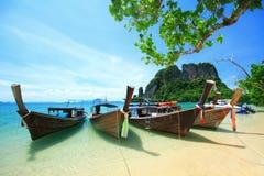 Μακριές βάρκες ουρών koh στο νησί της Hong, θάλασσα Andaman της Ταϊλάνδης στοκ εικόνες με δικαίωμα ελεύθερης χρήσης