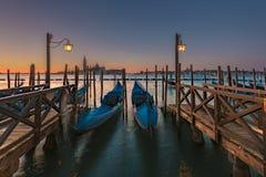 Μακριές γόνδολες έκθεσης στη Βενετία Στοκ εικόνες με δικαίωμα ελεύθερης χρήσης