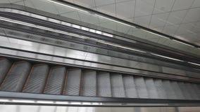 Μακριές κυλιόμενες σκάλες φιλμ μικρού μήκους