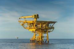 Μακρινή πλατφόρμα πηγών πετρελαίου και φυσικού αερίου για την επιχείρηση πετρελαίου και φυσικού αερίου Στοκ Εικόνα