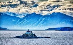 Μακρινό νησί φάρων που στέκεται στη μέση του κόλπου λάσπης alask Στοκ εικόνα με δικαίωμα ελεύθερης χρήσης