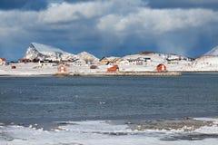 Μακρινό νορβηγικό χωριό πέρα από τον αρκτικό κύκλο Στοκ Εικόνες