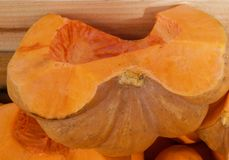 Μακροεντολή ενός ανοικτού πεπονιού γλυκών πορτοκαλιών στοκ φωτογραφία
