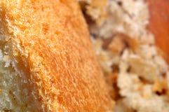 Μακροεντολή κινηματογραφήσεων σε πρώτο πλάνο του ψωμιού και crumbs ψωμιού Στοκ Φωτογραφίες
