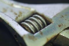 Μακροεντολή του σκουριασμένου διευθετήσιμου γαλλικού κλειδιού Στοκ φωτογραφία με δικαίωμα ελεύθερης χρήσης