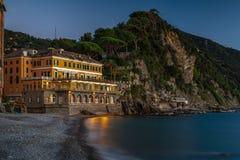 Μακροχρόνια έκθεση σε Camogli στην μπλε ώρα στοκ φωτογραφίες με δικαίωμα ελεύθερης χρήσης