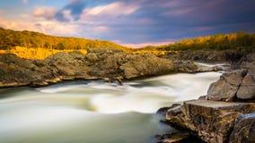 Μακροχρόνια έκθεση στο ηλιοβασίλεμα των ορμητικά σημείων ποταμού στο μεγάλο πάρκο πτώσεων, Βιρτζίνια Στοκ φωτογραφίες με δικαίωμα ελεύθερης χρήσης