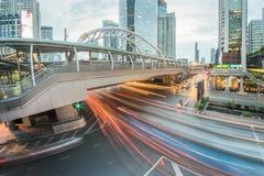 Μακροχρόνια έκθεση της κυκλοφορίας στην περιοχή Sathorn, Μπανγκόκ, Ταϊλάνδη Στοκ Εικόνες