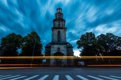 Μακροχρόνια έκθεση του καθεδρικού ναού με το ελαφρύ ίχνος και της κίνησης στα σύννεφα στοκ εικόνες