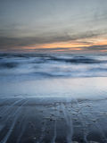 Μακροχρόνια έκθεση του φωτός κυματωγών επιτέλους Στοκ Φωτογραφίες