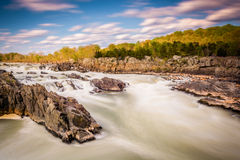 Μακροχρόνια έκθεση των ορμητικά σημείων ποταμού στο Potomac ποταμό στο μεγάλο πάρκο πτώσεων Στοκ φωτογραφία με δικαίωμα ελεύθερης χρήσης