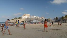 Μακροχρόνια ακολουθία φορέων πετοσφαίρισης παραλιών, Peniscola, Ισπανία απόθεμα βίντεο