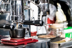 μακροχρόνια διαδικασία προετοιμασιών φωτογραφιών μηχανών έκθεσης espresso καφέ Στοκ εικόνες με δικαίωμα ελεύθερης χρήσης