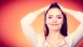 Μακροχρόνιο ευθύ πορτρέτο τρίχας γυναικών makeup Στοκ Εικόνα