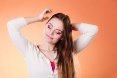 Μακροχρόνιο ευθύ πορτρέτο τρίχας γυναικών makeup Στοκ εικόνες με δικαίωμα ελεύθερης χρήσης