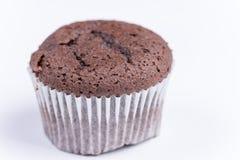 Μακρο άποψη muffin σοκολάτας πέρα από το λευκό Στοκ Φωτογραφία