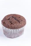 Μακρο άποψη muffin σοκολάτας πέρα από το λευκό Στοκ φωτογραφία με δικαίωμα ελεύθερης χρήσης