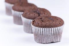 Μακρο άποψη muffin σοκολάτας πέρα από το λευκό Στοκ Φωτογραφίες