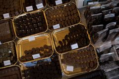 μακρο γλυκό κομματιών επιδορπίων σοκολάτας Στοκ Εικόνα