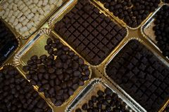 μακρο γλυκό κομματιών επιδορπίων σοκολάτας Στοκ φωτογραφία με δικαίωμα ελεύθερης χρήσης