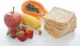 μακρο λευκό στούντιο υγείας τροφίμων νιφάδων καλαμποκιού ανασκόπησης Στοκ Φωτογραφίες