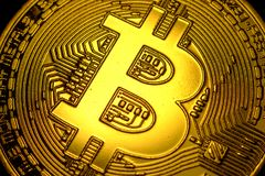 Μακρο κινηματογράφηση σε πρώτο πλάνο σημαδιών συμβόλων Bitcoin Στοκ Εικόνα