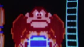 Μακρο μέσος χαρακτήρας γορίλλων $cu από «το γάιδαρο Kong» κλασικό αναδρομικό Arcade Vid απόθεμα βίντεο