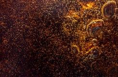 Μακρο μαύρες φυσαλίδες στον τοίχο γυαλιού της κόλας Στοκ Εικόνες