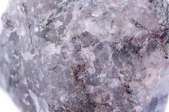 Μακρο ορυκτό Apatite πετρών στο άσπρο υπόβαθρο Στοκ φωτογραφία με δικαίωμα ελεύθερης χρήσης