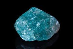 Μακρο ορυκτό apatite πετρών στο μαύρο υπόβαθρο Στοκ εικόνα με δικαίωμα ελεύθερης χρήσης