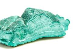Μακρο ορυκτό Malachite πετρών στο βράχο σε ένα άσπρο υπόβαθρο στοκ φωτογραφίες