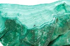 Μακρο ορυκτό Malachite πετρών στο βράχο σε ένα άσπρο υπόβαθρο στοκ φωτογραφία με δικαίωμα ελεύθερης χρήσης