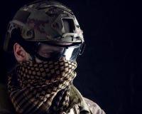 Μακρο πορτρέτο ενός όμορφου στρατιωτικού στοκ φωτογραφίες
