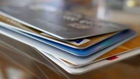 Μακρο πυροβολισμός ενός σωρού πιστωτικών καρτών στοκ εικόνα