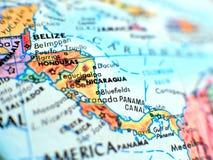 Μακρο πυροβολισμός εστίασης της Νικαράγουας στο χάρτη σφαιρών για το ταξίδι blogs, τα κοινωνικά μέσα, τα εμβλήματα ιστοχώρου και  στοκ εικόνες με δικαίωμα ελεύθερης χρήσης