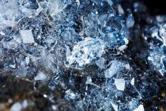Μακρο πυροβολισμός του φυσικού πολύτιμου λίθου Το ακατέργαστο μετάλλευμα είναι apophyllite Στοκ Εικόνες
