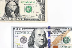 Μακρο πυροβολισμός ενός νέου λογαριασμού 100 δολαρίων και ενός δολαρίου Στοκ Εικόνες