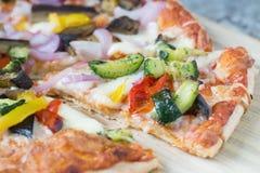 μακρο πυροβολισμός της πίτσας με τα λαχανικά Στοκ Φωτογραφία