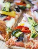 μακρο πυροβολισμός της πίτσας με τα λαχανικά Στοκ φωτογραφία με δικαίωμα ελεύθερης χρήσης