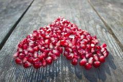 Μακρο σπόροι ροδιών στη μορφή καρδιών Στοκ φωτογραφίες με δικαίωμα ελεύθερης χρήσης