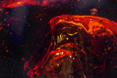 Μακρο φυσαλίδα και αφρός στον τοίχο γυαλιού της κόλας Στοκ Φωτογραφίες