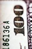 Μακρο φωτογραφία στενός ένας επάνω, λεπτομέρεια του λογαριασμού 100 δολαρίων Στοκ Φωτογραφία