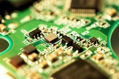 Μακρο φωτογραφία του ηλεκτρονικού πίνακα κυκλωμάτων του τσιπ υπολογιστή Στοκ Φωτογραφία