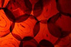 Μακρο φωτογραφία των ζωηρόχρωμων τεμαχισμένων κόκκινων τεύτλων με Backlighting Στοκ εικόνα με δικαίωμα ελεύθερης χρήσης